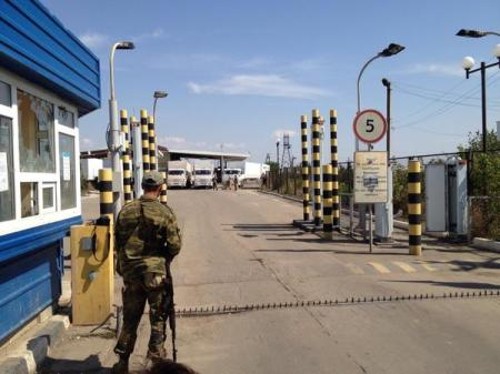 Krasnodon border crossing 20 meters from Ukraine