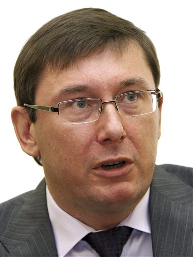 FILE - This May 12, 2009 file photo shows former Ukrainian Interior Minister Yuri Lutsenko during a news conference in Kiev, Ukraine. On Sunday April 7 2013, Ukraine's president on Sunday pardoned Lutsenko, 48, a close ally of imprisoned former Prime Minister Yulia Tymoshenko, moving toward fulfilling a key demand on Kiev's path to integrate closer with the European Union. (AP Photo, File)