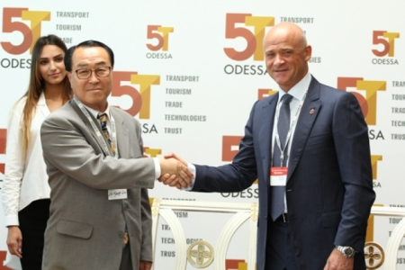 Mayor Trukhanov and Mr Ho Kyong-go-Kim